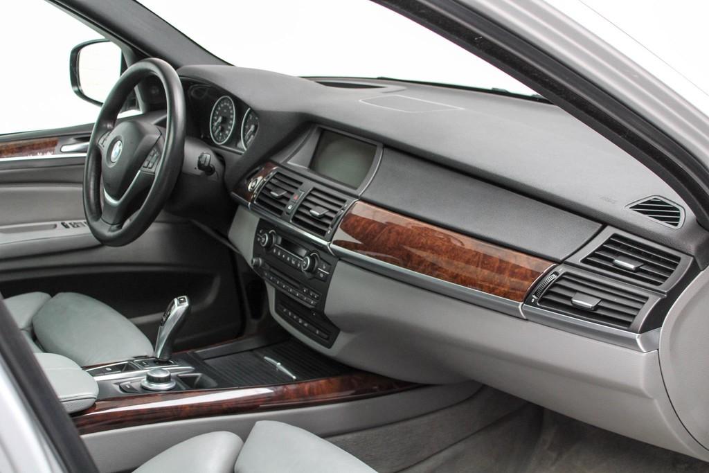 https://www.vanleukenautomotive.nl/uploads/occasions/26445622/29.jpg