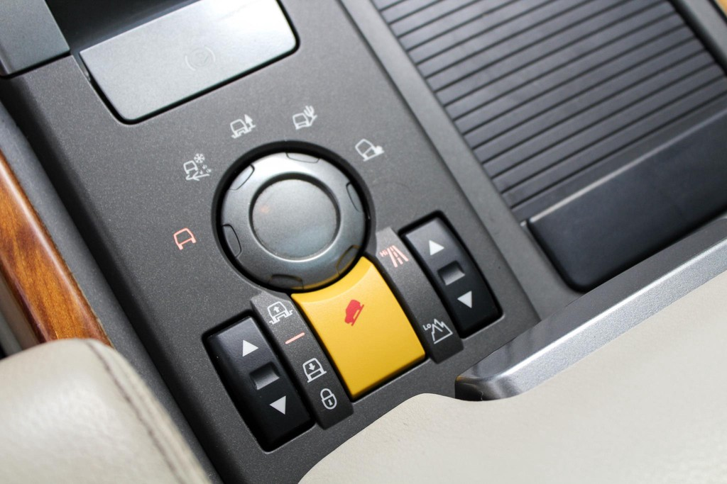 https://www.vanleukenautomotive.nl/uploads/occasions/27346609/18.jpg