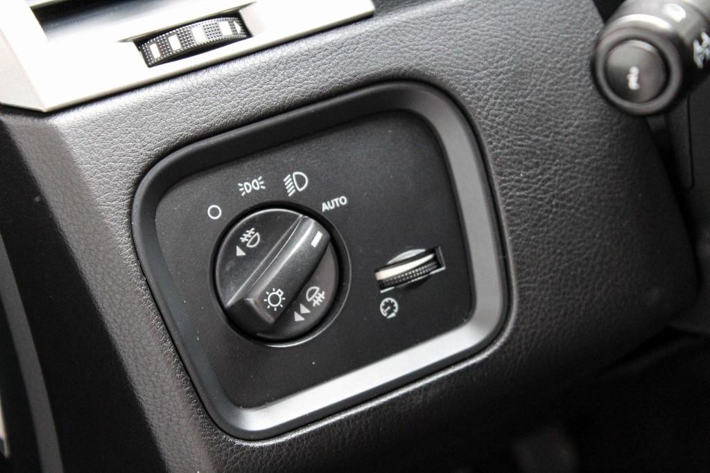 https://www.vanleukenautomotive.nl/uploads/occasions/27346659/11.jpg