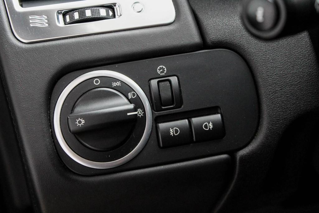 https://www.vanleukenautomotive.nl/uploads/occasions/27773310/8.jpg